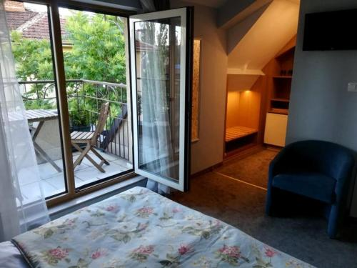 Double or Twin Room Kapri Hotel