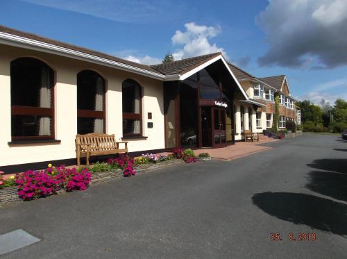 . Cedar Lodge Hotel & Restaurant