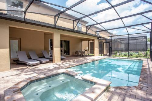 8 Bedroom Single Family Home w/ Pool 8824 Main image 1
