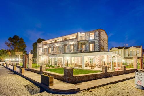 . Navalia Hotel