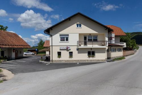 . Guesthouse & Apartments PRI STANI
