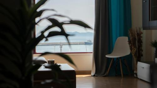Top Floor Downtown Port View, 65403 Kavala