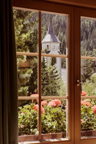 Pedecorvara, 10, 39033 Corvara in Badia, Dolomites, Italy.