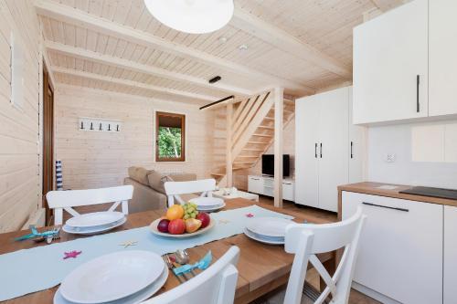. Domki przy plaży Owocowy Ogród