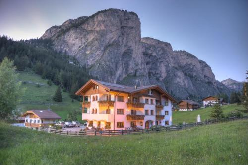 Garni Hotel Iris Wolkenstein-Selva Gardena