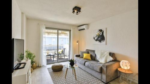 Appartement dernier étage à 300m des plages + parking privé