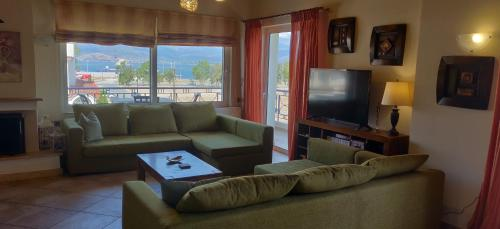 LUXURY appartment with GORGEOUS view to PALAMIDI and BOURTZI castles, Pension in Nafplio