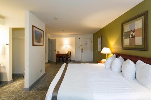 Hawthorn Suites Sacramento - Sacramento, CA CA 95811