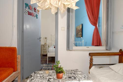 Chameleon Youth Hostel – Athens 1