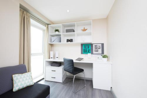 Modern Student-Only Ensuite Rooms In Liverpool City Centre picture 1 of 15