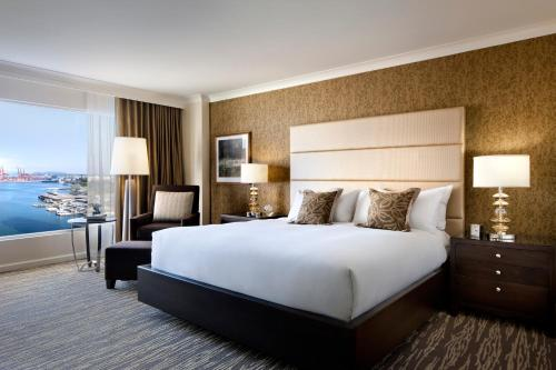 Signature Harbor View Room with King Bed