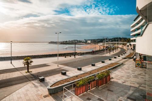 Sandybanks Loft - Penthouse Seaview Apartment On Promenade