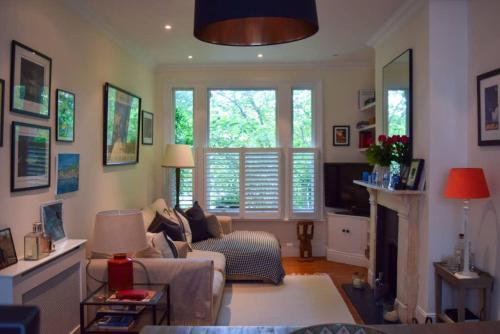 Beautiful 2 Bedroom Apartment In Shepherd'S Bush