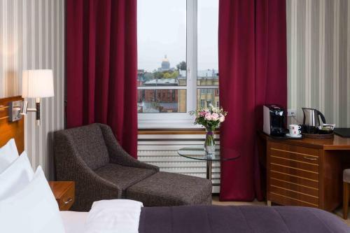 Solo Sokos Hotel Palace Bridge Улучшенный двухместный номер с 2 отдельными кроватями