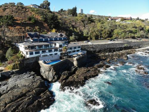 . Hotel Oceanic