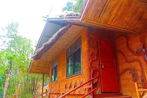 Akha Mud House Mae Salong, Mae Fa Luang