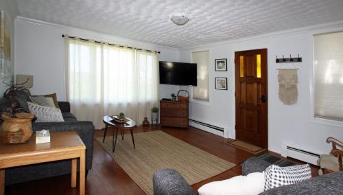 Topmast Motel - Lunenburg, NS B0J 2C0