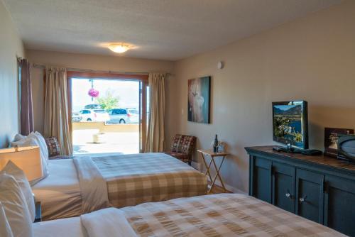 Crown Resort Motel - Photo 8 of 54