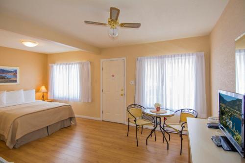 Crown Resort Motel - Photo 6 of 54