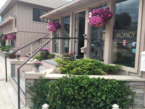 . Woodland Motel