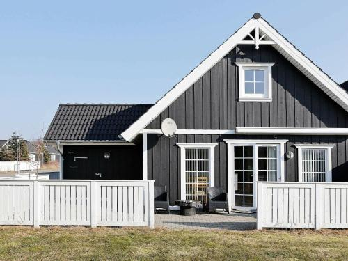 . Three-Bedroom Holiday home in Vejby 6