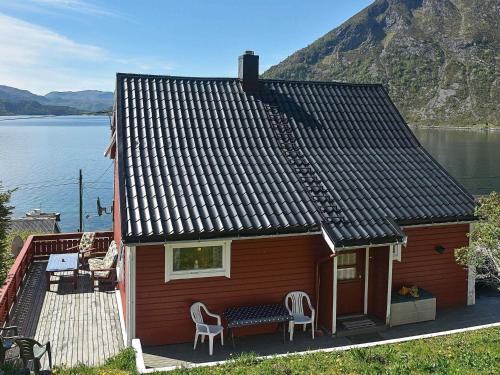 . Three-Bedroom Holiday home in Selje 3