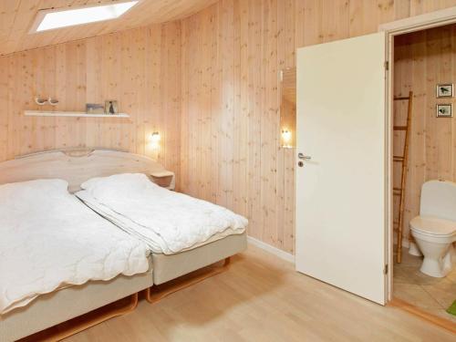 Three-Bedroom Holiday home in Ålbæk 16, Pension in Ålbæk