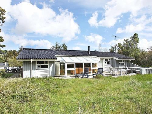 Three-Bedroom Holiday home in Ålbæk 20, Pension in Skram