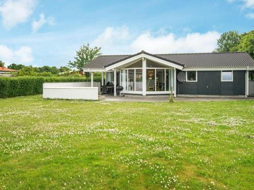 . Three-Bedroom Holiday home in Hovborg 1