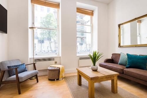Stylish Hyde Park Apartment