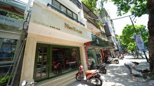 Li.AHouse Lux - Captivating Studio, Ba Đình
