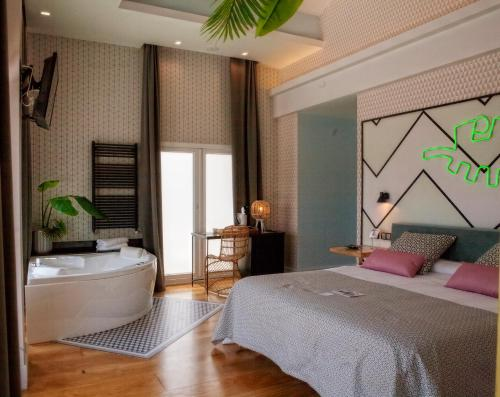 Chambre Double Deluxe avec Balcon - Vue sur Plage (Double Room with Jacuzzi and Balcony with Sea View)