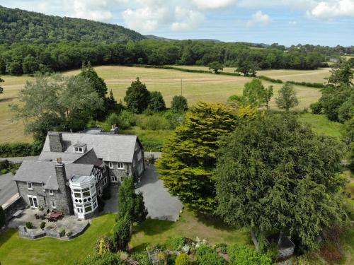 Gwern Borter Manor Bed & Breakfast - Photo 2 of 29