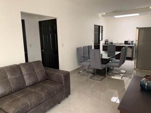 . Nuevo apartamento moderno 10MIN de aeropuerto