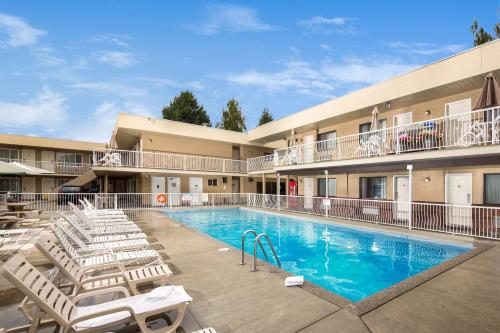 Siesta Suites, Kelowna, British Columbia