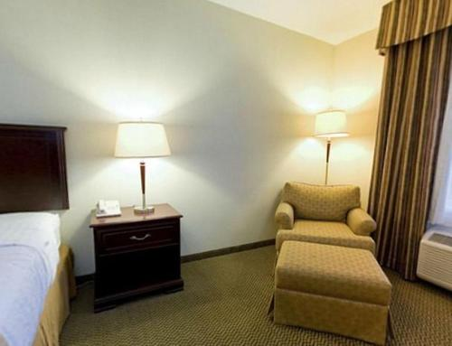 Holiday Inn & Suites Lloydminster - Lloydminster, AB T9V 0B6