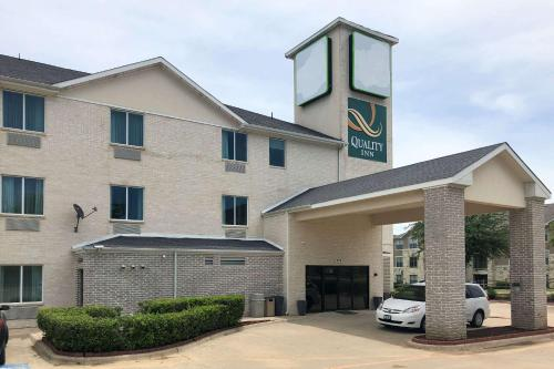 . Quality Inn & Suites Roanoke - Fort Worth North