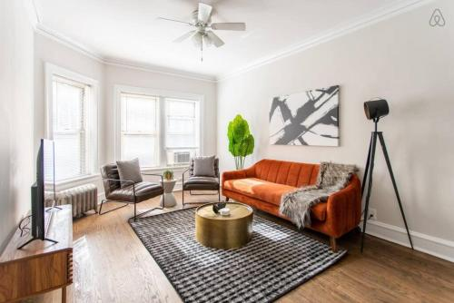 . Charming and Sleek 2BR Apt at Lincoln Square EA1