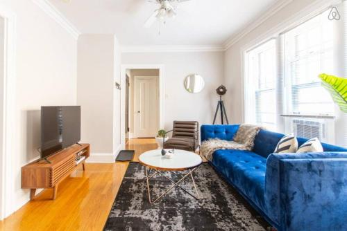 . Modern Stylish 1BR Apt in Lincoln Sq - Steps Away Brown Line EA3
