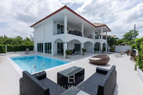 Modern 4 Bedroom Pool Villa - VY Modern 4 Bedroom Pool Villa - VY