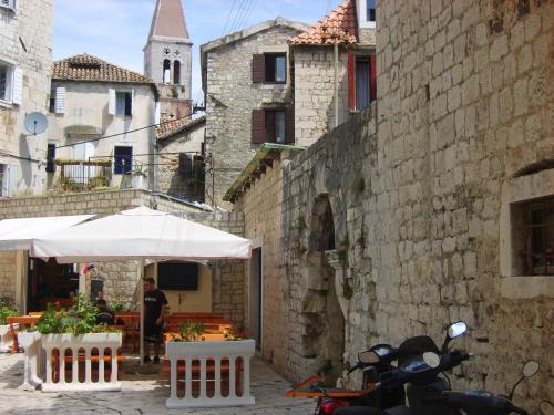 Rooms Roso, Pension in Trogir