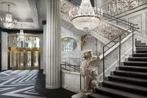 . The Candler Hotel Atlanta, Curio Collection by Hilton