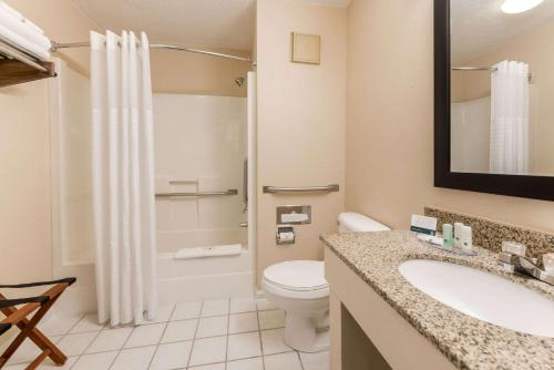 Quality Inn & Suites - Photo 2 of 40