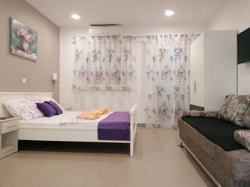 . Viola Apartments