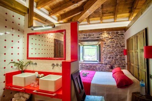 Suite Deluxe con bañera de hidromasaje Casona de El Castañíu 6