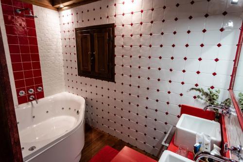 Suite Deluxe con bañera de hidromasaje Casona de El Castañíu 8