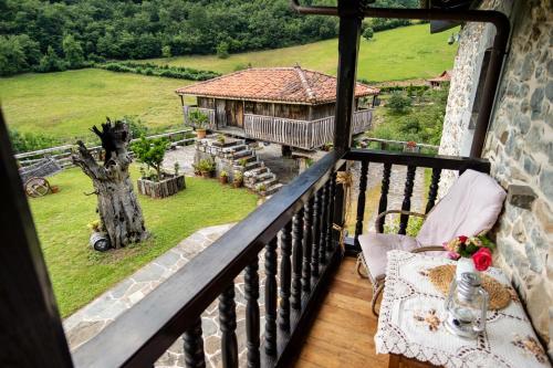 Habitación Doble Deluxe con vistas a la montaña - 1 o 2 camas Casona de El Castañíu 4