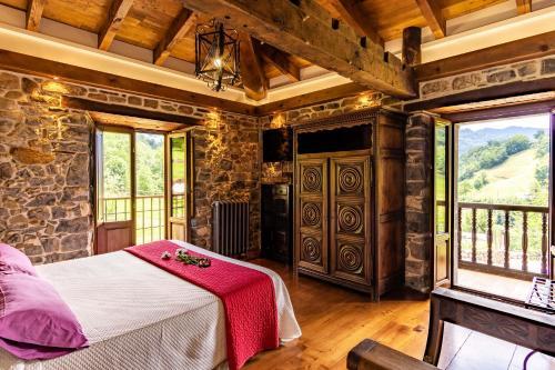Habitación Doble Deluxe con vistas a la montaña - 1 o 2 camas Casona de El Castañíu 1