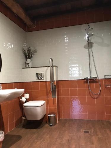 Habitación Doble adaptada para personas con movilidad reducida Casona de El Castañíu 6