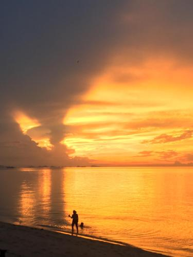 Beach House, 2 bed, amazing sunsets white sand Beach House, 2 bed, amazing sunsets white sand